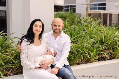 Farheen, Mihir and Bella newborn images-8